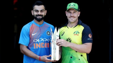 Virat Kohli and Aaron Finch with the T20I series trophy