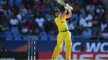Alyssa Healy hits over the top
