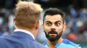 Virat Kohli talks to Shane Warne