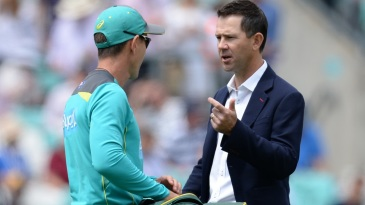 Ricky Ponting has a chat with Justin Langer