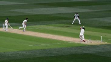 Ishant Sharma destroys Aaron Finch's stumps