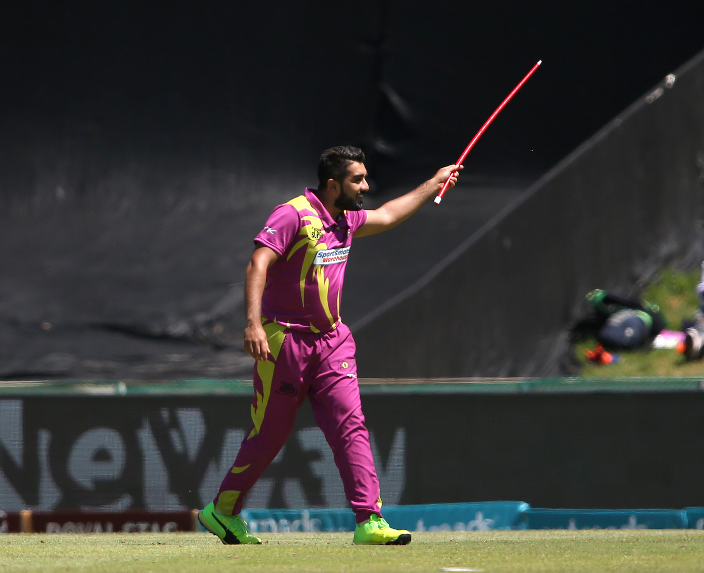 Tabraiz Shamsi brings out another one of his unique celebrations ...