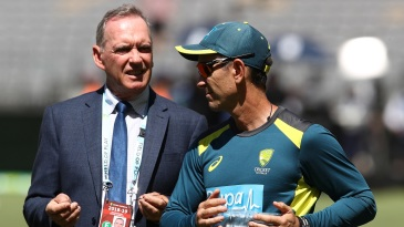 Chairman of selectors Trevor Hohns and coach Justin Langer have a chat