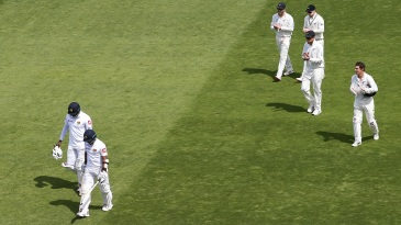 The New Zealanders applaud Angelo Mathews and Kusal Mendis as they walk off after batting an entire day