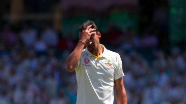 Mitchell Starc shows signs of frustration