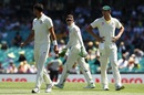Tim Paine has a discussion with Mitchell Starc and Josh Hazlewood, Australia v India, 4th Test, Sydney, 2nd day, January 4, 2018