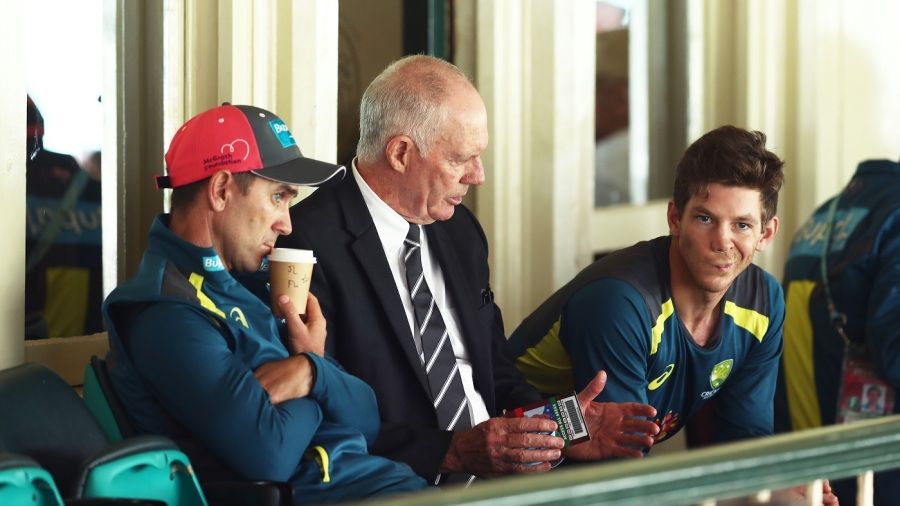 Greg Chappell talks to coach Justin Langer and captain Tim Paine