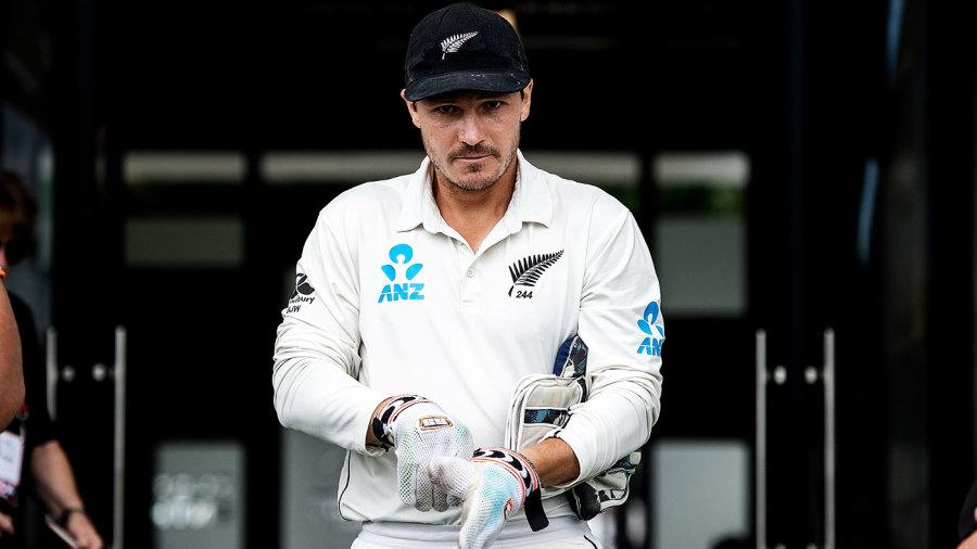 BJ Watling puts his gloves on