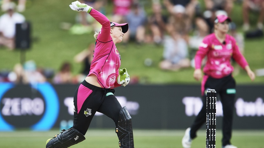 Alyssa Healy hurls a throw to the non striker's end
