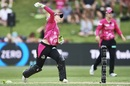 Alyssa Healy hurls a throw to the non striker's end, Sydney Sixers v Melbourne Renegades, WBBL semi-final, Sydney, January 19, 2019