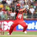 Aaron Finch plays one off the back foot, Sydney Thunder v Melbourne Renegades, BBL 2018-19, Sydney, January 22, 2019
