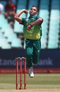 Dane Paterson loads up, South Africa v Pakistan, 2nd ODI, Durban, January 22, 2019