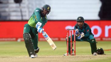 Andile Phehlukwayo hits out as Sarfraz Ahmed looks on