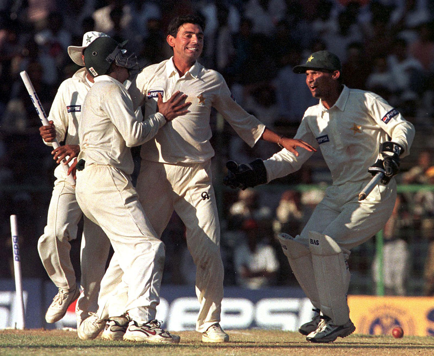Saqlain Mushtaq celebrates the dismissal of the final Indian batsman - Javagal Srinath