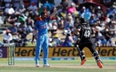Hardik Pandya urges the captain to review a decision, New Zealand v India, 3rd ODI, Mount Maunganui, January 28, 2019