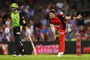 Cameron Boyce sends one down, Melbourne Renegades v Sydney Thunder, BBL 2018-19, Melbourne, January 30, 2019