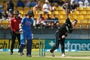 Matt Henry loads up, New Zealand v India, 5th ODI, Wellington, February 3, 2019