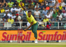 Beuran Hendricks in his delivery stride, South Africa v Pakistan, 2nd T20I, Johannesburg, February 3, 2019