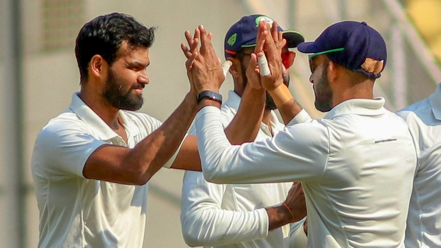 Vidarbha edge ahead after attritional day's play