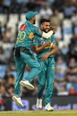Mohammad Amir and Hussain Talat celebrate Heinrich Klaasen's dismissal, South Africa v Pakistan, 3rd T20I, Centurion, February 6, 2019