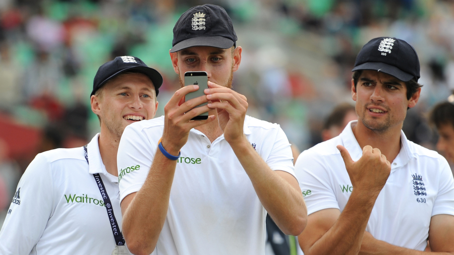 Stuart Broad takes a picture