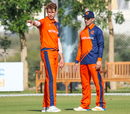 Ryan ten Doeschate offers senior guidance helping Fred Klaassen with his field settings, Netherlands v Scotland, Oman Quadrangular T20I Series, Al Amerat, February 13, 2019