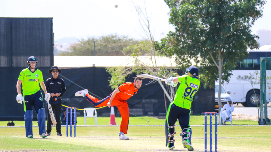 Ireland break Netherlands jinx with Stuart Poynter last-ball six