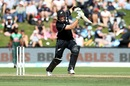 Martin Guptill stands tall to punch, New Zealand v Bangladesh, 3rd ODI, Dunedin, February 20, 2019