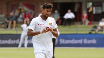 Suranga Lakmal gets ready to bowl