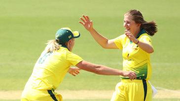 Georgia Wareham halted a good start by New Zealand