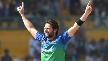 Shahid Afridi brings out his trademark starfish celebration