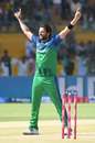 Shahid Afridi brings out his trademark starfish celebration, Lahore Qalandars v Multan Sultans, Karachi, March 11, 2019
