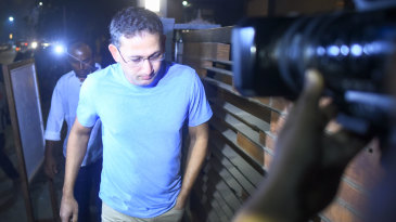 Ajit Agarkar arrives at the late Ramakant Achrekar's house at Shivaji Park
