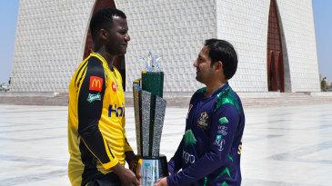 Darren Sammy and Sarfaraz Ahmed pose with the PSL 2019 trophy at Mazar-e-Quaid