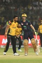 Ahmed Shehzad accepts Hasan Ali's apology after the bowler hit him on the followthrough, Quetta Gladiators v Peshawar Zalmi, PSL 2019 final, Karachi, March 17, 2019