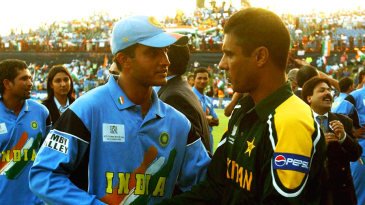 Sourav Ganguly and Waqar Younis shake hands before the game