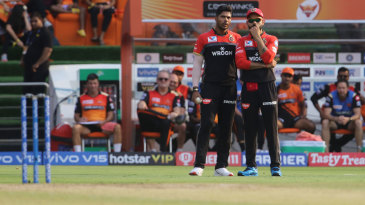 Umesh Yadav and Virat Kohli try to come up with a plan
