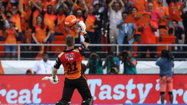 David Warner acknowledges the applause