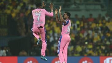 Dhawal Kulkarni and K Gowtham celebrate Kedar Jadhav's dismissal