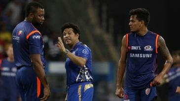 Sachin Tendulkar speaks to Kieron Pollard while Rahul Chahar looks on