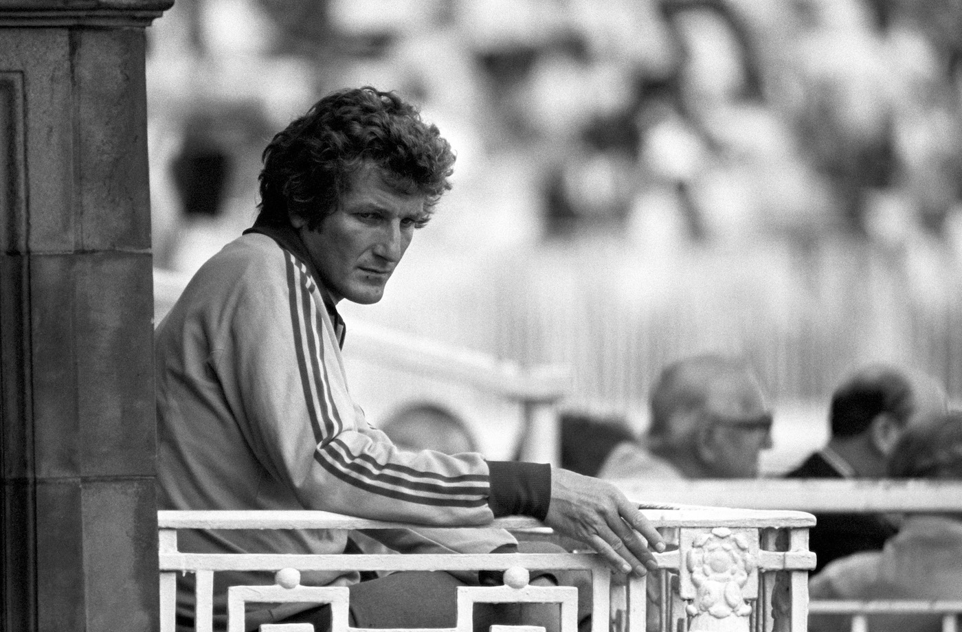 Bob Willis sits out the Lord's Test after failing a fitness test