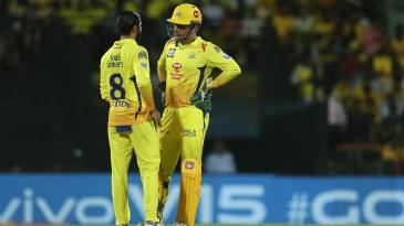 MS Dhoni and Ravindra Jadeja have an intense mid-pitch discussion