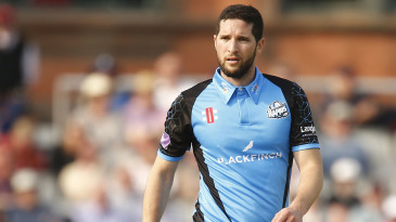 Wayne Parnell of Worcestershire ready to bowl