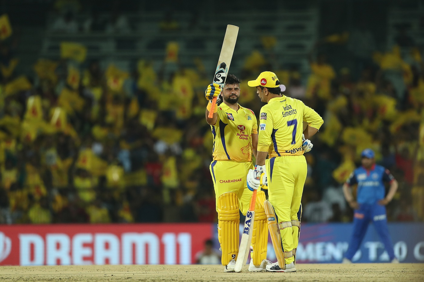 IPL 2019: Watch - Chris Morris Upholds the Spirit of Cricket, Apologises After Bowling a Beamer to MS Dhoni 1