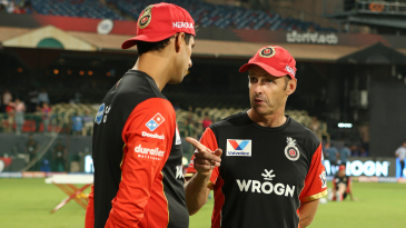 Coaches Gary Kirsten and Ashish Nehra have a chat