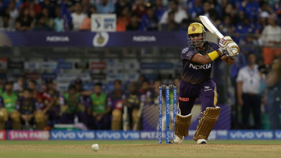 Robin Uthappa drives down the ground