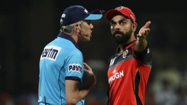 Nigel Llong and Virat Kohli have an argument over the 'no-ball'