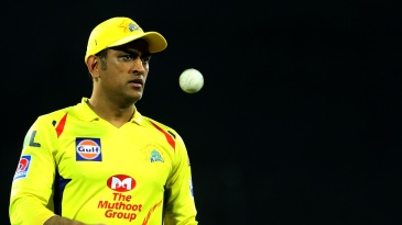 MS Dhoni warms up ahead of the toss