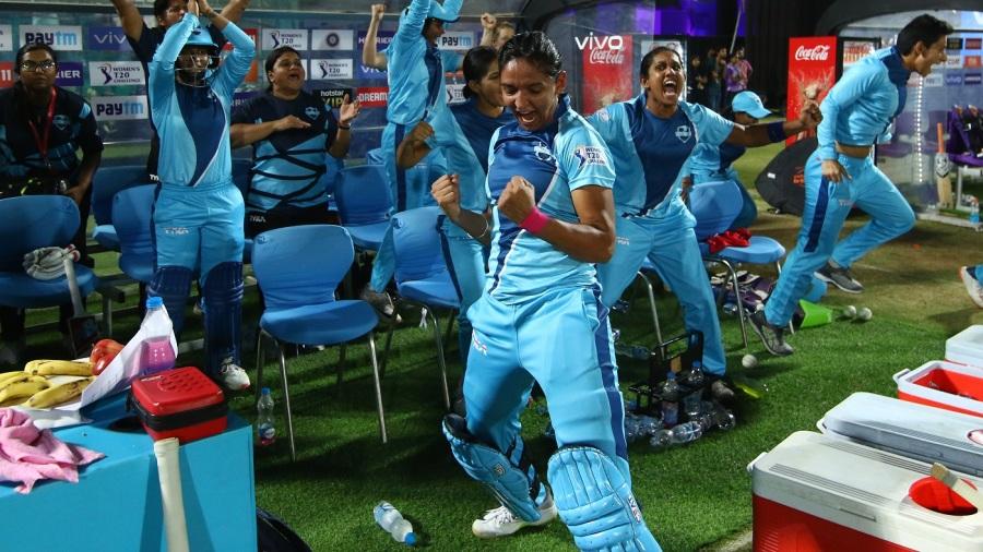 Harmanpreet Kaur and the Supernovas celebrate the victory