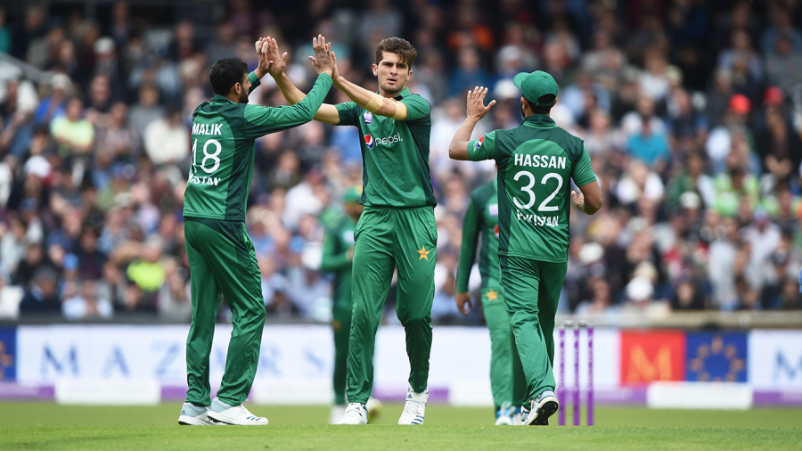 Shaheen Afridi celebrates with a couple of high fives